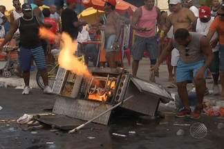 Botijão de gás pega fogo no meio da rua no bairro da Ribeira na última segunda - O fogo foi apagado minutos depois. Ninguém ficou ferido.