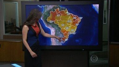 Porto Alegre pode registrar a temperatura máxima mais alta entre as capitais o país - Um sistema de alta pressão atmosférica, que faz os ventos circularem no sentido anti-horário, dificulta a formação de nuvens de chuva. Com mais sol aparecendo, esquenta mais. A previsão para a cidade é de 38ºC.