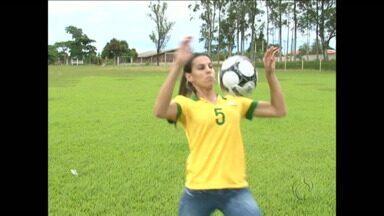 Jogadora paranaense ganha espaço na Seleção Brasileira - Promessa dos gramados, Thaisa Moreno sonha com títulos com a camisa amarelinha