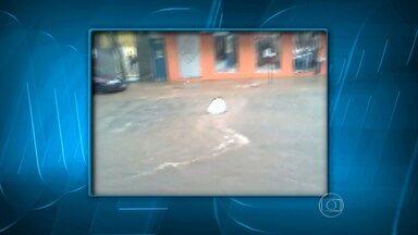 Chuva causa estragos em São Lourenço, no Sul de Minas - Vários pontos da cidade ficaram alagados.