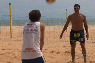 Federação Paraibana de Vôlei busca novos talentos na areia - Todos os anos, no mês de janeiro, a Federação promove uma escolinha de vôlei de praia, em busca de jovens talentos do esporte.