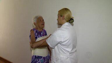 Carreira de cuidadores de idosos da Zona da Mata e Vertentes pode mudar com nova lei - Uma lei foi sancionada em Minas Gerais para fortalecer a profissão e aumentar o número de cuidadores. As principais mudanças estão na função, para não ser confundida com o trabalho de doméstica.