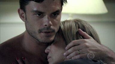 Maciel pede para Pilar revelar os segredos que esconde - Ela diz para o marido que não está preparada para revelar a verdade e pede um tempo