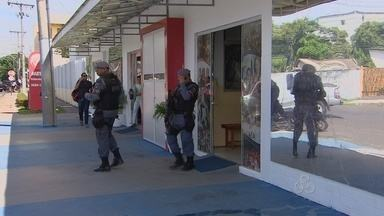 Dois assaltos no intervalo de 2 horas em Macapá - Assaltantes invadiram duas empresas na tarde desta terça-feira (21) em Macapá. Em uma delas, os bandidos conseguiram levar mais de R$ 30 mil de um cofre.