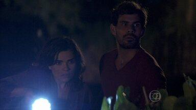 Amor à Vida - Capítulo de terça-feira, dia 21/01/2014, na íntegra - César discute com Félix e o expulsa de sua casa. Rebeca vê Aline e Ninho juntos