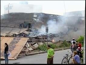 Galpão de Associação de Catadores de Ipatinga é destruído em incêndio - Corpo de Bombeiros precisou de 6 horas para controlar as chamas.