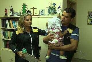 Mãe abandona bebê de 6 meses às margens de rodovia em Sergipe - Jovem foi pedir ajuda ao pai da criança, que negou. Polícia foi acionada e os dois foram encaminhados à delegacia