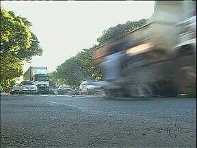 Número de multas aplicadas no trânsito de Maringá no ano passado é 40% maior que em 2012 - Segundo a secretaria de Trânsito e Segurança o número de mortes no trânsito diminuiu