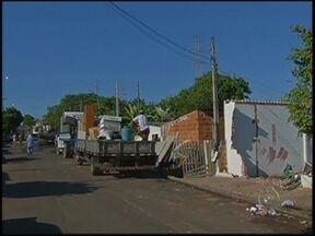 Programa de desfavelamento completa primeira etapa nesta quarta-feira em Marília - O programa municipal de desfavelamento e desocupação de áreas de risco em Marília concluiu sua primeira etapa nesta quarta-feira (22). Hoje, foram 58 famílias transferidas para conjuntos habitacionais.