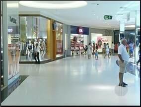 """MP tenta coibir """"rolézinho"""" em shopping de Campos, RJ - Despacho de promotor proíbe a entrada de grupos de jovens em shopping.PM só irá atuar caso haja algum ato de vandalismo no estabelecimento."""