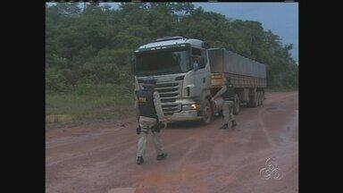 Motoristas temem trafegar em trecho da Transamazônica, no sul do AM - Clima ainda é tenso em Humaitá; motoristas que passam pela reserva Tenharim temem represálias de índios.