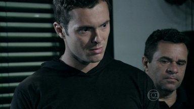 Ivan é preso - Ele agride Marilda durante o expediente de trabalho e acaba sendo denunciado pelos funcionários do hospital