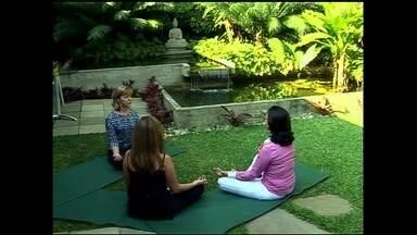 Empresas investem em soluções para combater estresse do dia a dia em São Paulo - Um método usado para condicionar o corpo a descontrair é o yoga do riso. Outra opção é usar produtos anti-estresse como almofadas aromáticas.
