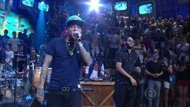 Emicida faz parceria com MC Guimê no Altas Horas - Rapper se junta a funkeiro na música 'Gueto/ País do futebol''