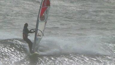 Conheça a história de Marcílio Browne, o 'Brawzinho', campeão mundial de Windsurf - Brasileiro mora em Maui, e começou a se aventurar nas ondas aos quatro anos de idade.