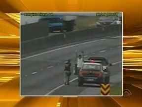 Motorista é preso em flagrante dirigindo bêbado e em alta velocidade - Motorista é preso em flagrante dirigindo bêbado e em alta velocidade