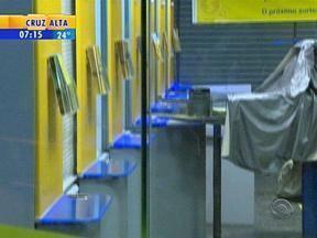 Caixa eletrônico é arrombado em Porto Alegre - Bandidos conseguiram levar o dinheiro.