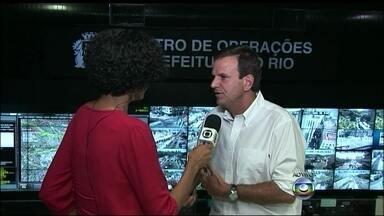 Prefeito do Rio fala sobre acidente com passarela na Linha Amarela - Eduardo Paes disse que a prioridade é o resgate das vítimas. Ele pede que as pessoas evitem a região e usem acessos pela Zona Sul e Grajaú-Jacarepaguá.