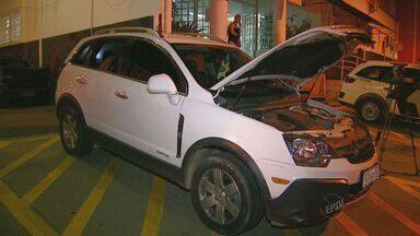 Polícia encontra carros roubados em Campinas - Em um dos casos, uma caminhonete roubada em abril de 2013 foi encontrada com um jovem no Jardim Itatinga, em Campinas na noite de segunda.