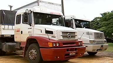 Treze homens são presos suspeitos de roubo de carga em Uberlândia - Eles foram presos dentro de um churrascaria em um posto de gasolina, na BR-365.