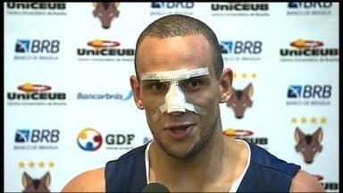 Após lesão no nariz, Alex se recupera e está pronto para jogar: 'Dor que nunca senti' - Jogador do Brasília espera voltar a vencer no NBB.