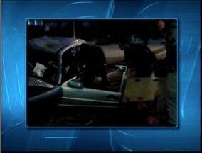 Motorista fica ferido após bater carro em árvore em Coronel Fabriciano - Nome do condutor do veículo não foi divulgado.