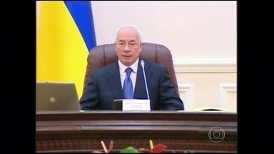 Primeiro-ministro da Ucrânia pede demissão - Governo estava sendo pressionado por manifestantes, que começaram a protestar, há dois meses, contra a rejeição do país ao acordo de associação com a União Europeia.