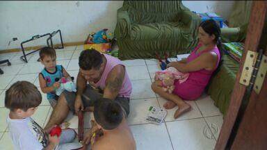 Solidariedade e lição de vida movem a família Rubini - Deficiência visual não impede que casal cuide de três filhos - e agora eles têm a amizade do fotógrafo Diogo Soares Lopes.
