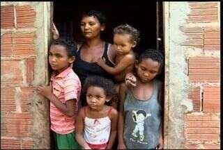 Moradora de Barbalha pede ajuda para reaver benefício do Bolsa Família - Francisca Leuziane precisa de ajuda para comprar alimento seus filhos.