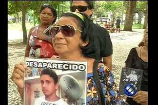 Quadro 'Desaparecidos' mostra novas histórias ao vivo da Praça da República, em Belém - Familiares seguem à procura de parentes desaparecidos em diversas localidades do Pará.