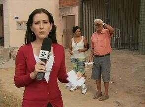 Falta água há três meses na Rua Pau Brasil, no Bairro Kennedy - Moradores têm vários protocolos da Compesa.