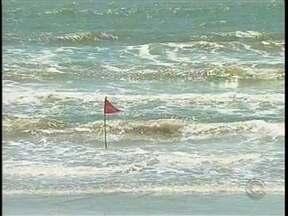 Velório de irmãos que morreram afogados na praia de Navegantes ocorre nesta terça-feira - Velório de irmãos que morreram afogados na praia de Navegantes ocorre nesta terça-feira