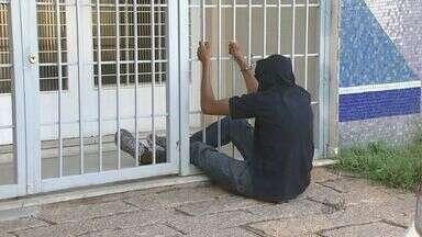 Presos ficam 2 horas algemados na porta de delegacia em Campinas - PM teve que aguardar a abertura do 13º distrito policial por volta das 9h.