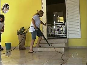 Empresas especializadas em limpeza de casas crescem na região de Itapetininga - Com a aprovação da 'PEC das Domésticas', em 2013, algumas pessoas buscaram alternativas para contratação de funcionários para limpeza de casas e empresas. Um levantamento do setor mostra que esse tipo de serviço cresceu 25% em 2013.