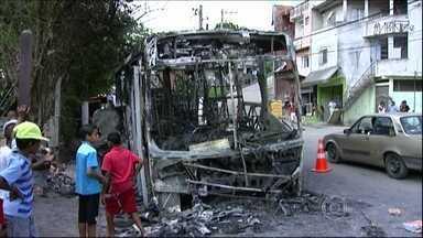 Mais de 50 ônibus são atacados em São Paulo no mês de janeiro - Na noite desta terça-feira (28), três ônibus foram atacados. Três homens e cinco menores foram levados para a delegacia e teriam cometido os atos de vandalismo para protestar contra a morte de um amigo.
