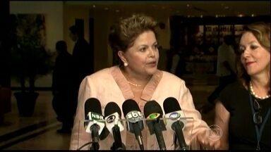 Dilma Rousseff diz que pagou restaurante em Lisboa do próprio bolso - Dilma foi recebida pelo presidente de Cuba Raúl Castro durante a reunião do Celac. Ela defendeu o investimento no Porto de Mariel e se encontrou com Fidel Castro. No evento, ela respondeu sobre o questionamento dos gastos em Lisboa.