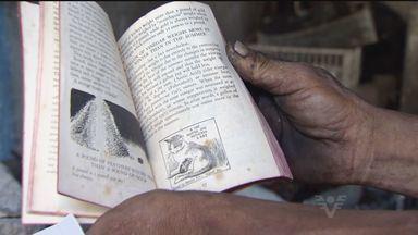 Livros antigos levado de casarão de Santos, SP, foram recuperados neste fim de semana - As relíquias estavam em um ferro velho e seriam vendidas como material para reciclagem. Elas foram encontradas em uma força-tarefa feita pela polícia.