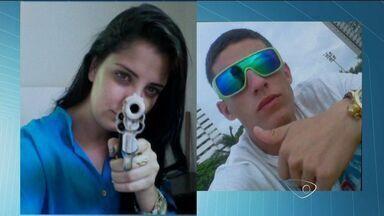 Casal de classe média alta preso por roubo de carros exibem armas em fotos no ES - Rapaz de 20 anos e a namorada, de 19, tinham bairros nobres como alvo.Polícia acredita que eles roubavam por ostentação.