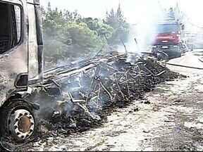 Morrem em MG, mais duas vítimas de acidente entre veículos na BR-365 - Vítimas não resistiram aos ferimentos e morreram no hospital. Carretas pegaram fogo ao colidirem na rodovia em Patrocínio.
