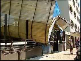 Parte de estrutura de um prédio em obras cai em no centro de Coronel Fabriciano - Ninguém ficou ferido.
