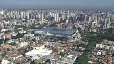 Globo Esporte sai à procura de Adriano nas ruas de Curitiba - Imperador volta a treinar no Atlético, mas pouca gente já o viu pela cidade