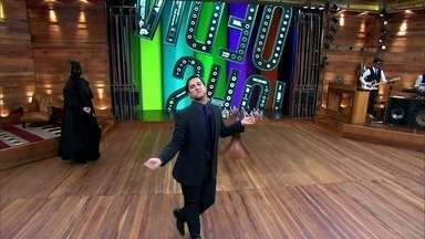 Humorista Felipe Pontes abre o Vídeo Show à la Félix - Zeca Camargo se diverte com o convidado