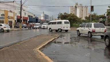 Mais de 1.200 motoristas foram multados por dia em Fortaleza em 2013 - Avenida Washington Soares é primeiro lugar do ranking em multas.