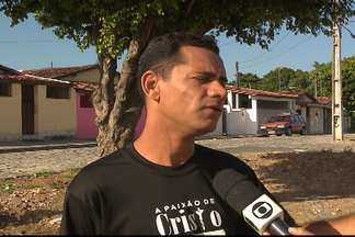 Moradores reinvindicaram e Emlur limpou terreno no Costa e Silva - Agora os moradores poderão encenar a Paixão de Cristo no espaço que foi limpo.