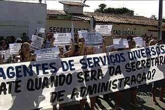 Em greve, servidores da Educação protestam em Aparecida de Goiânia - Em greve há três dias, servidores administrativos da Secretaria Municipal de Educação de Aparecida de Goiânia protestam na manhã desta sexta-feira (31).
