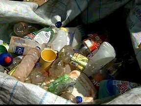Uberaba e Ituiutaba reforçam ações e mutirões no combate a dengue - Ituiutaba tem índice de infestação 6,6% e 15 casos da doença registrados em janeiro. Em Uberaba, que tem índice de 2,3%, é realizada campanha de troca recicláveis por óleo.