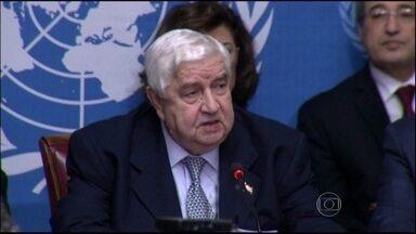 ONU mantém otimismo mesmo sem acordo com a Síria - O último dia do encontro em Genebra manteve a rotina. Os oposicionistas exigiram a renúncia de Bashar Al-Assad, enquanto o representante do governo sírio chamou os rebeldes de terroristas.