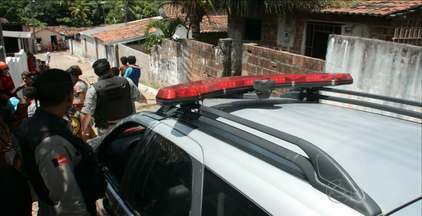 Idosa de 63 anos é encontrada morta dentro de casa no bairro Funcionários I, em JP - Facão foi encontrado perto do corpo, que foi levado para o IPC para identificar causa da morte.