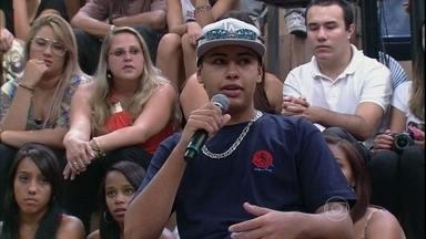 Don Juan comenta o início dos 'rolezinhos' em São Paulo - Jovem explica o propósito dos encontros em debate