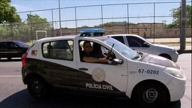 Operação em morros do Rio termina com seis suspeitos mortos - A PM procurava bandidos que mataram uma policial na sede de uma UPP. Dois policiais foram atingidos de raspão. Os policiais apreenderam fuzis, pistolas, carregadores, granadas, um colete e drogas.